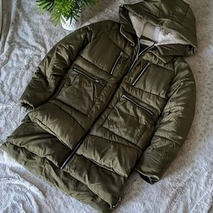 Women's parka large fits like a small